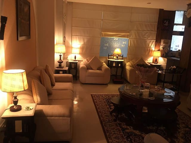 Akal Cozy 2 Bedroom Apartment | Bar | Kitchen