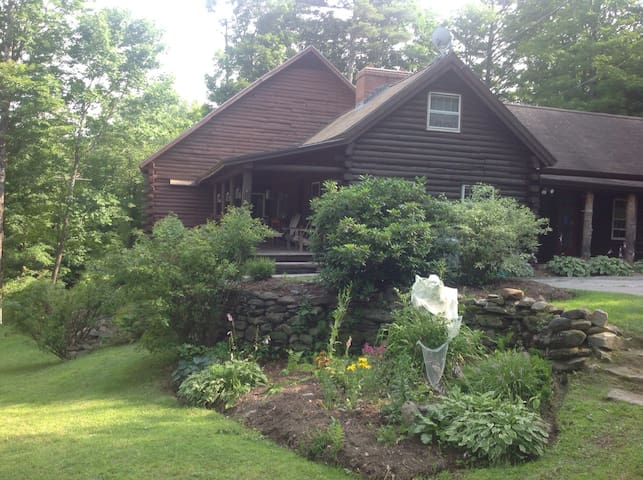 4 bed Sunapee log cabin - Sunapee