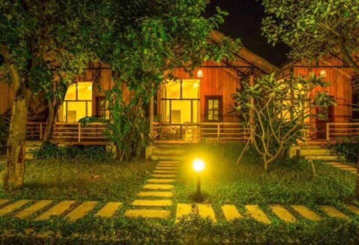 Cabin东南亚风情小木屋免费接机早餐酒吧街500m中国房东~