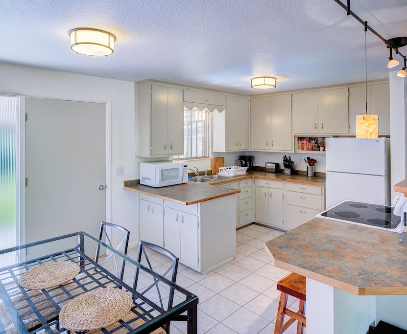 Easy, simple kitchen & dining. nothing confusing or complicated.