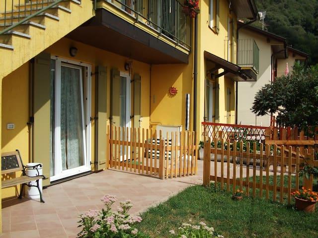 appartamento con giardino autonomo - Canzo - Apartament