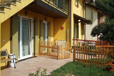 appartamento con giardino autonomo - Canzo - Apartamento