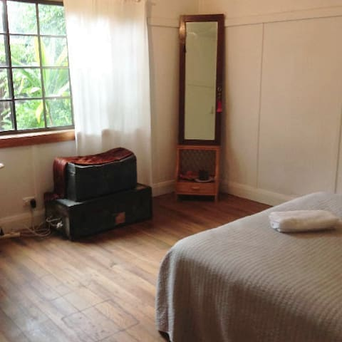 Bangalow Character Filled Property - Bangalow - Bed & Breakfast