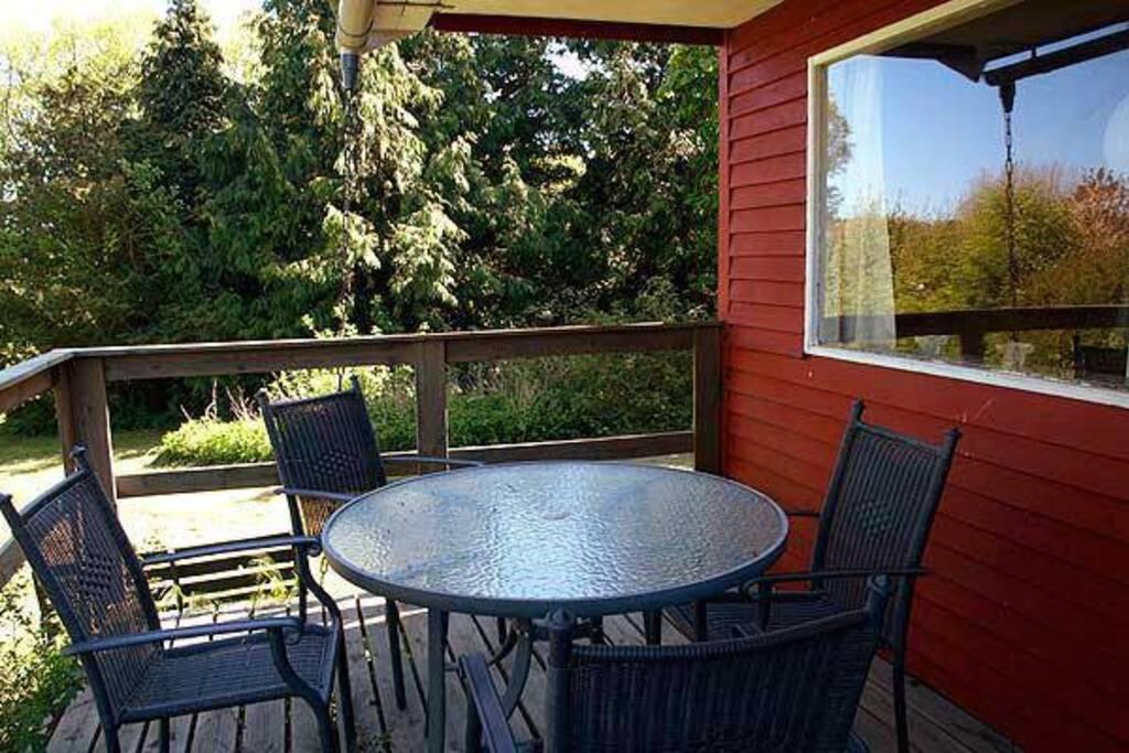 Nyd din mad udendørs på den gode terrasse