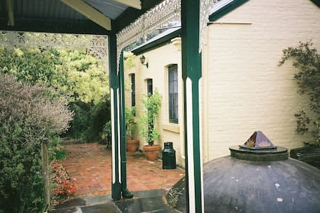 The Historic Garden Cottage  - Castlemaine