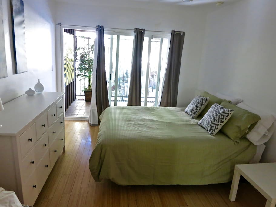 West Hollywood Hills Apt W Private Patio Views Apartments For Rent In Los Angeles