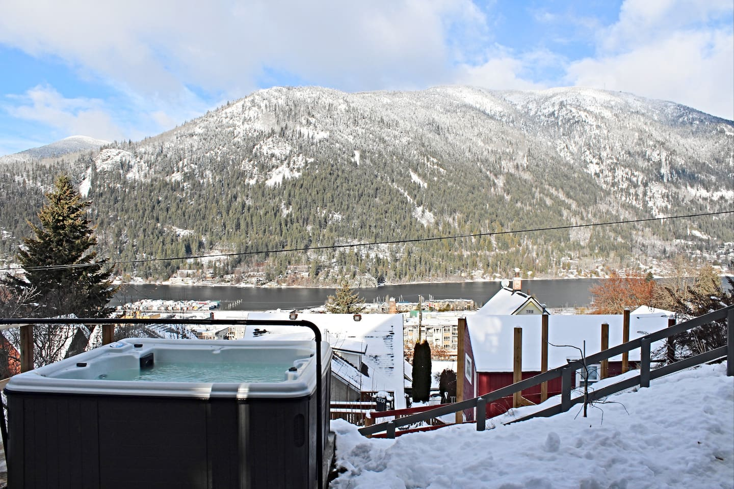 Nelson BC hot tub places to stay