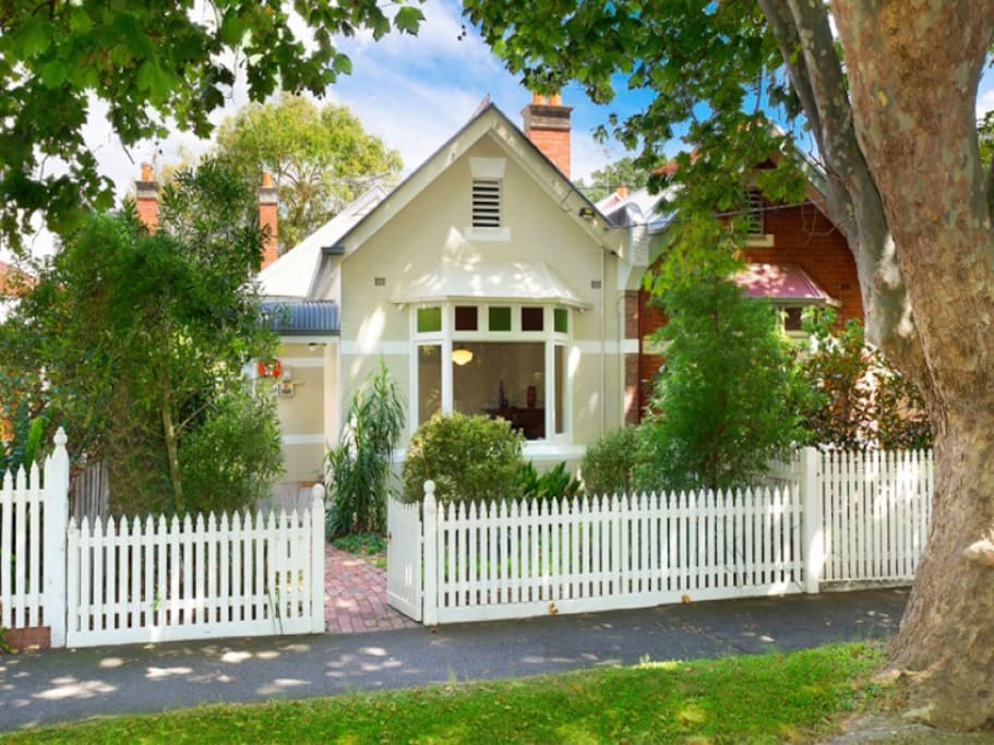 Cute homely 2 or 3Bedroom (check with host)Edwardian on one of Elwood's best streets