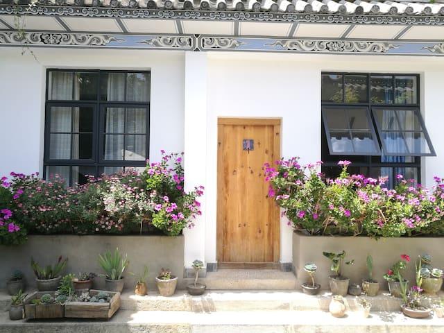 苍山脚下幽静庭院 植物王国 双独立卧室 免费超大中西合璧厨房