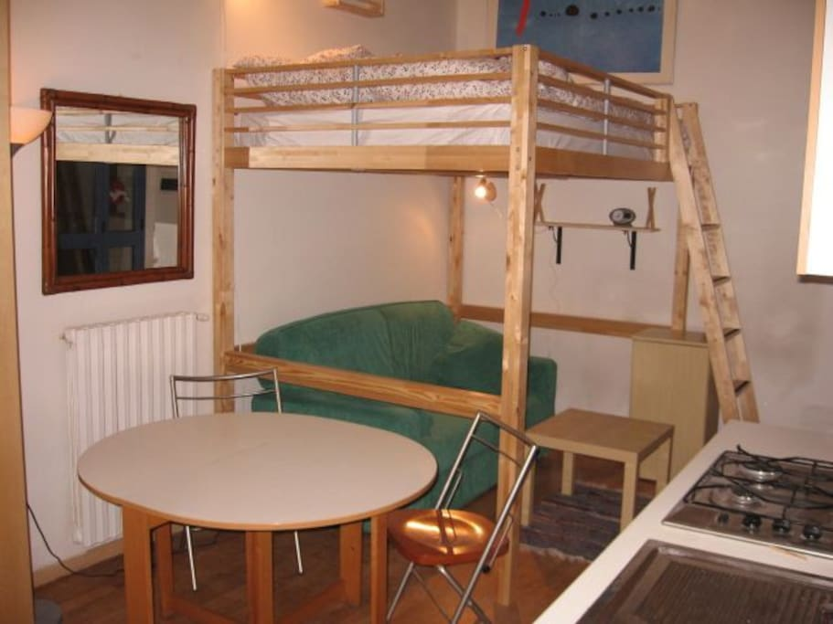 You can choose to sleep in the loft- or sofa-bed (my suggestion: the former)