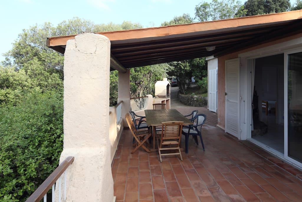 belle terrasse avec douche ext et barbecue