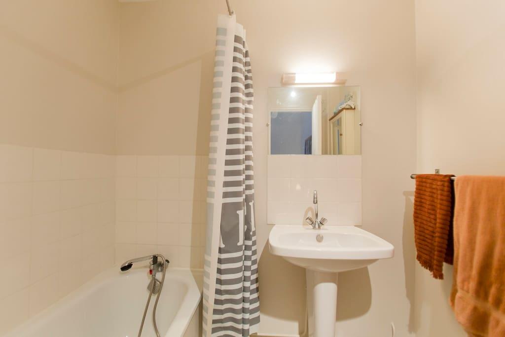 Salle de bains avec W.C indépendant