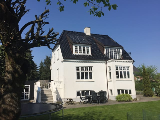 Lovely house - 1,5 km from downtown - Aarhus - Casa