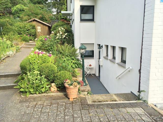 Schöne und ruhige 1-Zimmer Wohnung - Rosengarten, Lower Saxony - Byt