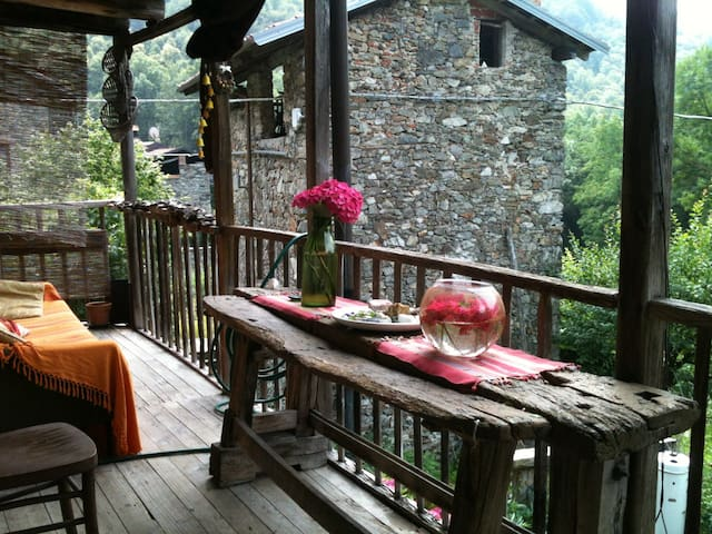 Romantic house in stone village - Varallo - Hus