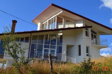 Rooms to rent Pavelsko Villa. Mountain Retreat - Pavelsko