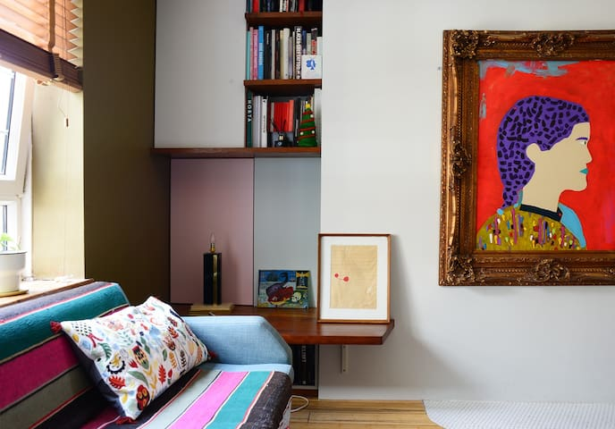 Hidden Gem in Artlovers Apartment Amazing Location