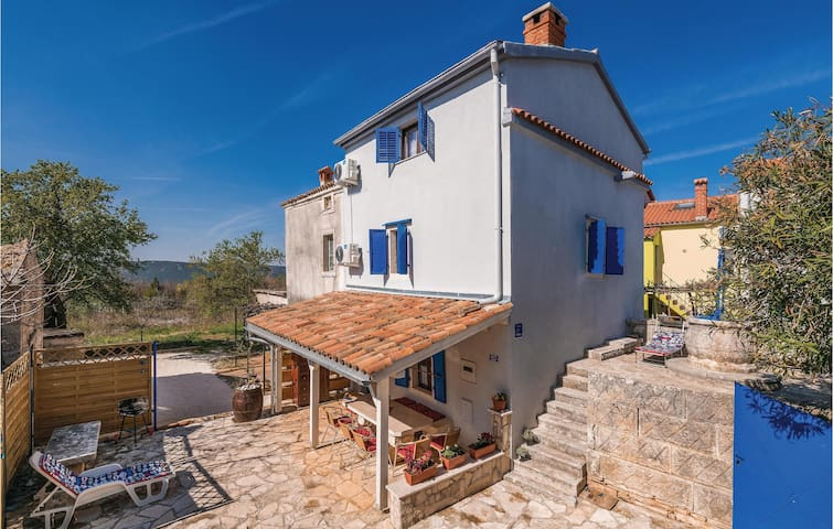 Semi-Detached with 4 bedrooms on 90m² in Rakalj
