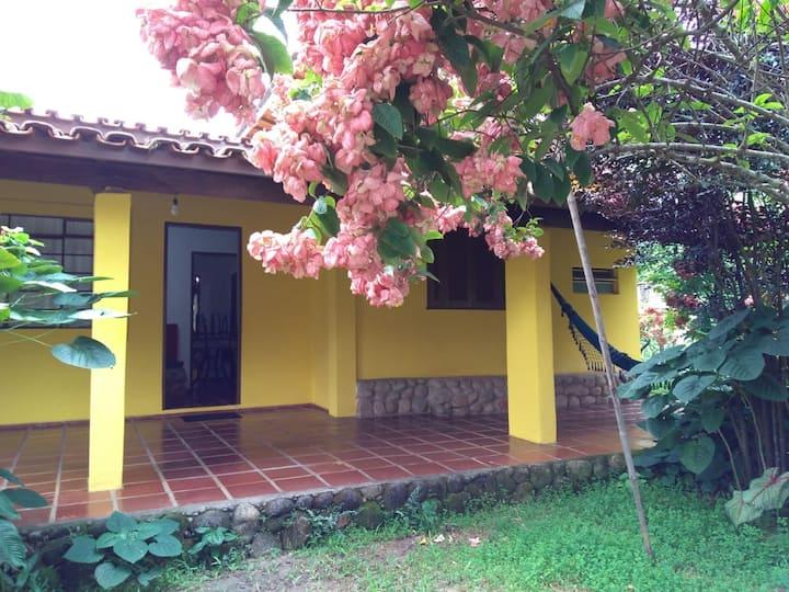 Casa pé na areia de Ubatuba - Praia da Fortaleza