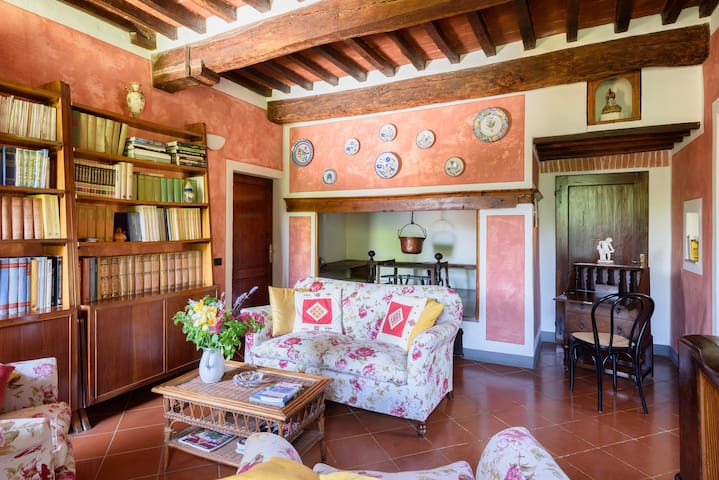 Historic Apartment at Villa Vignacce