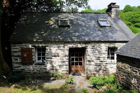 Maison bretonne et écrin de nature