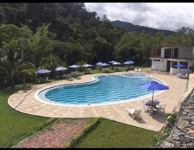 """Finca Hotel Centro Vacacional""""EL RANCHO DE ANDRÉS"""""""