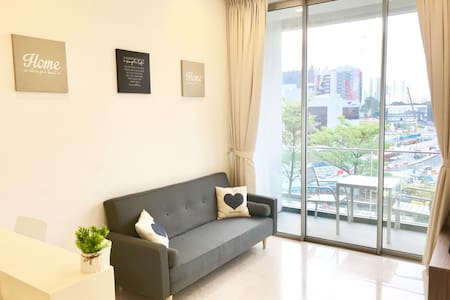 Beautiful apartment right above MRT in Chinatown!