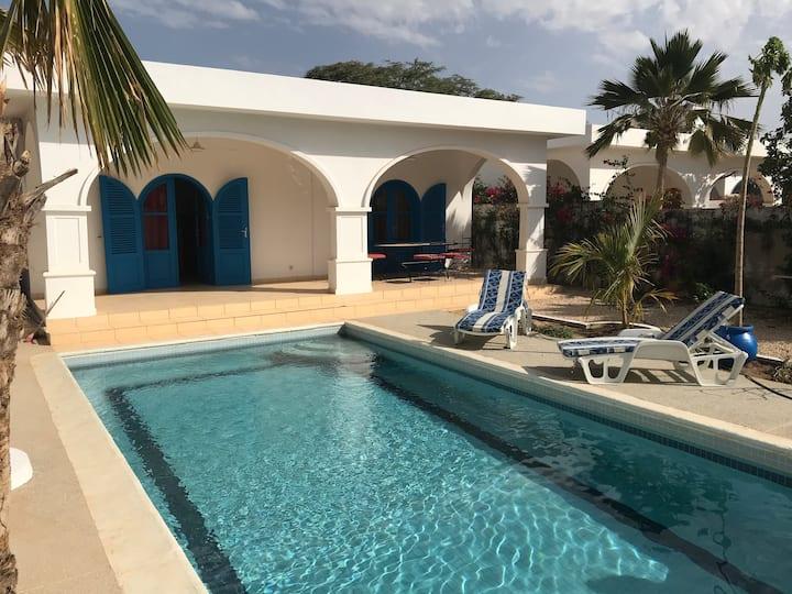Villa à la Somone piscine privée à 200m la plage