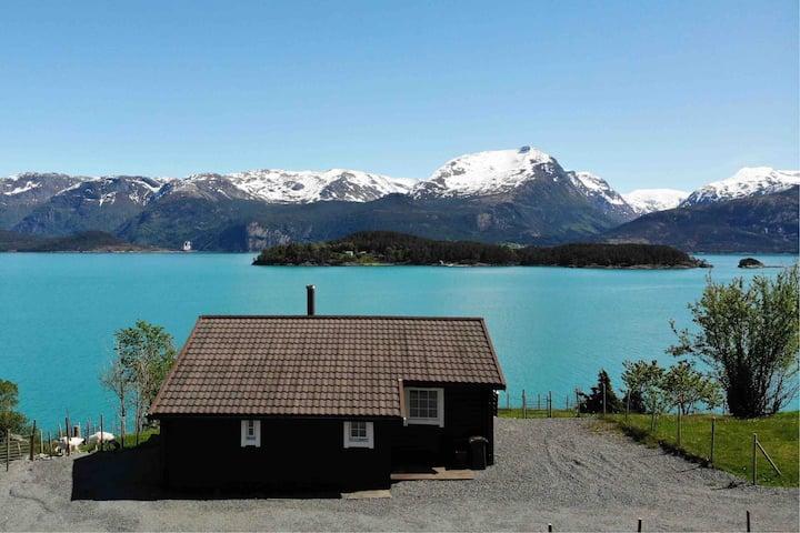 Hardangerfjorden, Varaldsøy -Hytte m/båt, 8 pers.