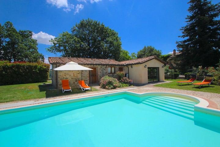 Luxe villa in San Venanzo met een privézwembad