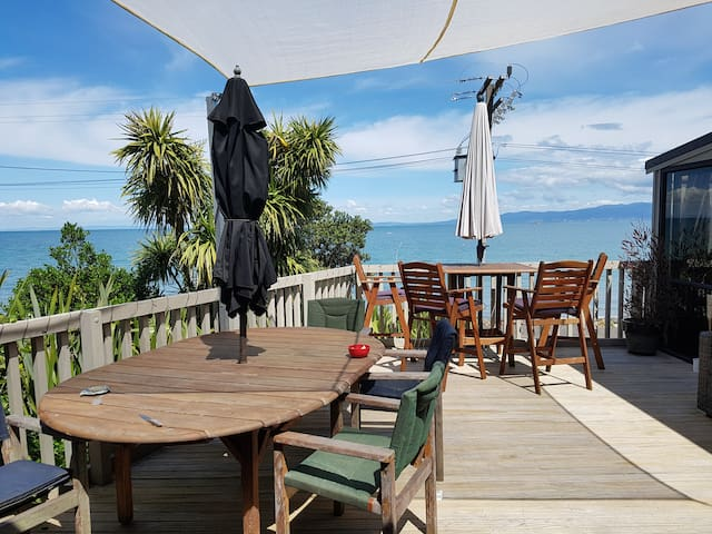 Jo_Inns family retreat with magnifiant seaviews
