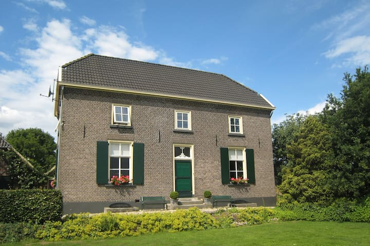 Cozy Farmhouse in Braamt with Lake Near