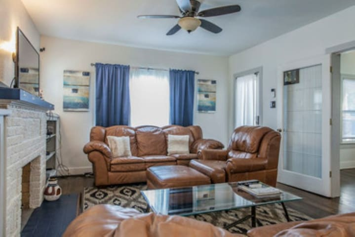 Lovely monthly rental, close to AT&T Center