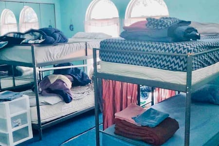 Bunk in Gorgeous House (420 Friendly) (Bed I)