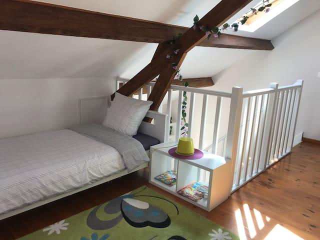 Un lit simple