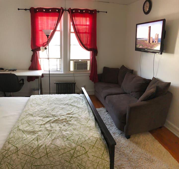 Large private room in Sunnyside Gardens