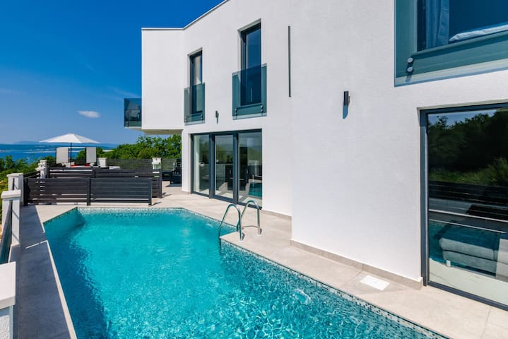 Modern NEW Villa with pool, hot tub and sea view