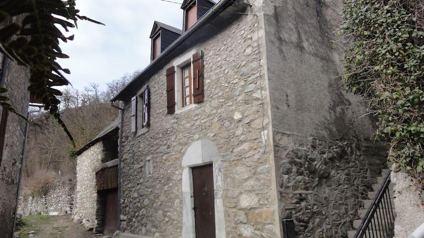 maison dans petit village calme des Pyrénées - Eup