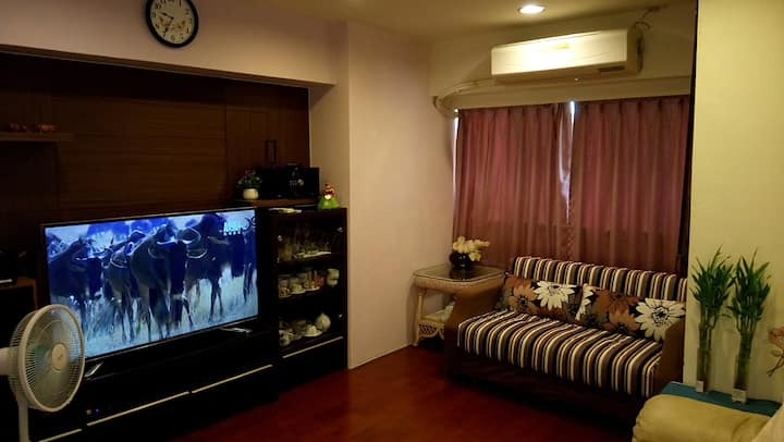 捷運景觀樓中樓8-10人房(近捷運 夜市 機場巴士可直達)