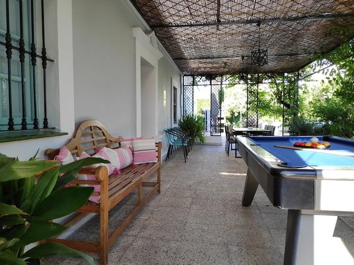 Casa con buena ubicación y jardín amplio