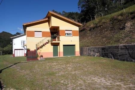 Casa vacacional en un pueblo tranquilo de Cabrales - 阿斯圖里亞斯