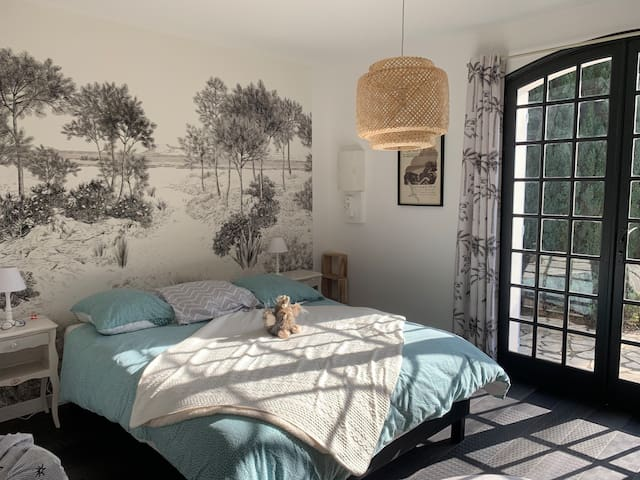 chambre 3 - suite parentale - lit queen size 160 - avec salle de bain individuelle