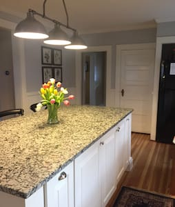 Charming Getaway - Steps from the Riverview - Simsbury - Haus