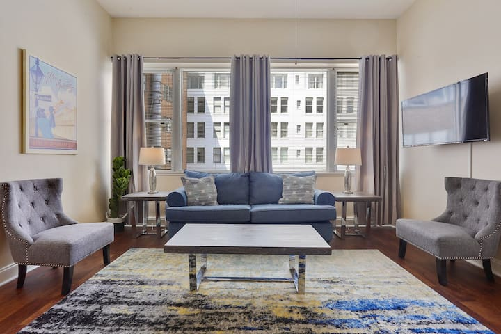 ★★High-Class Downtown High Rise Sleeps 8 w/ Pool★★