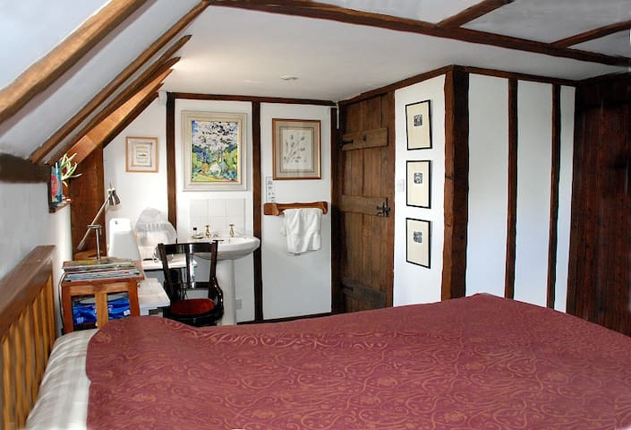 The double bedroom, westward view.