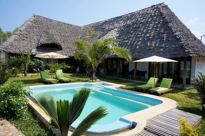Haus mit Garten, Meersicht und Pool - Jambiani - Casa