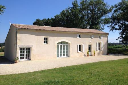chambre dans maison charentaise - Rouffignac - House