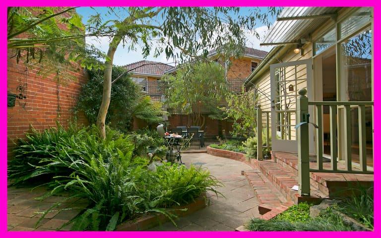 Privacy+Courtyard+Free Parking WiFi&Netflx-StKilda