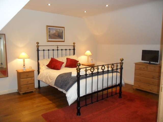 White Horse Stables Double En-suite Bed &Breakfast - Stetchworth - Bed & Breakfast