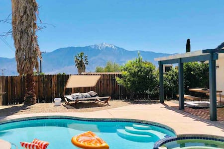 Design Lovers Desert Get-Away with Pool and View